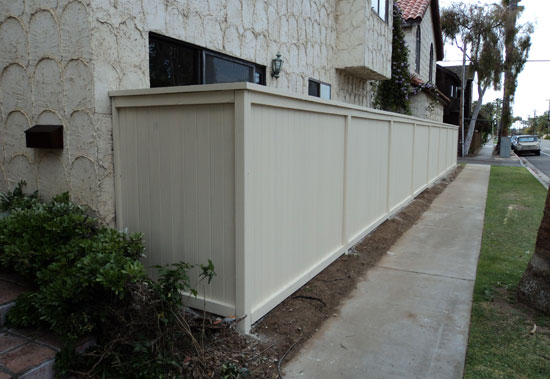 Vinyl, Wood, Aluminum & Glass Fencing Contractor Newport Beach, CA
